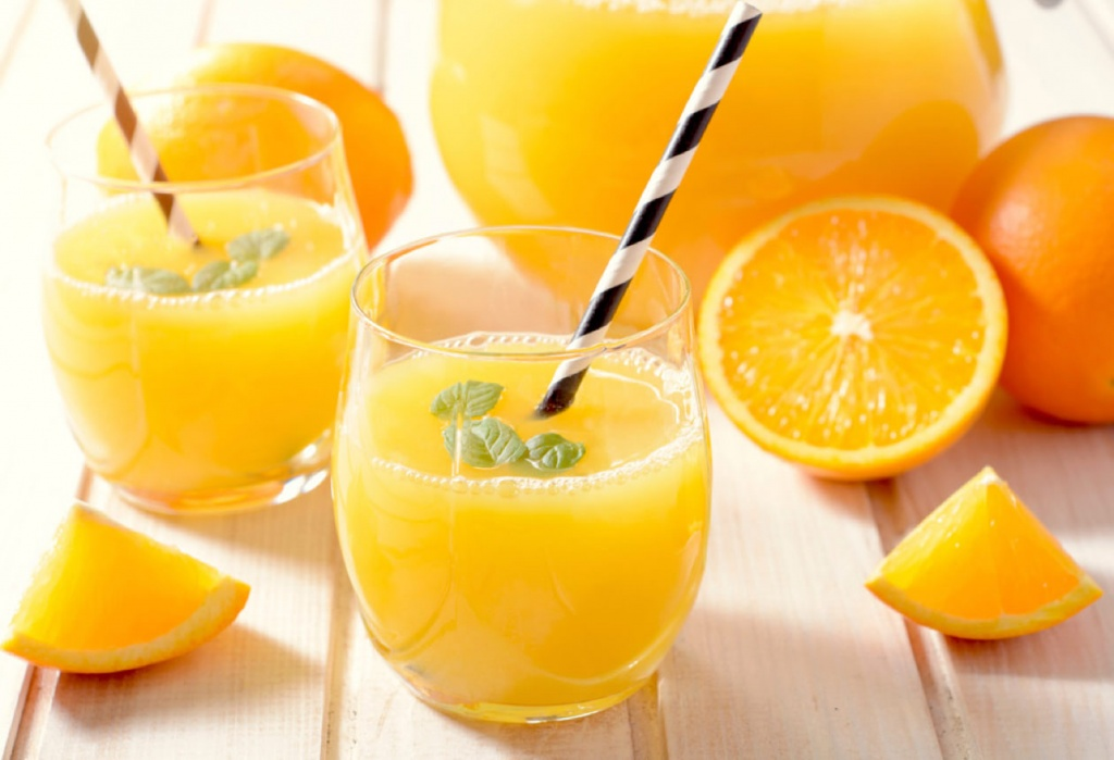desayuno-saludable_jugo-naranja-platano