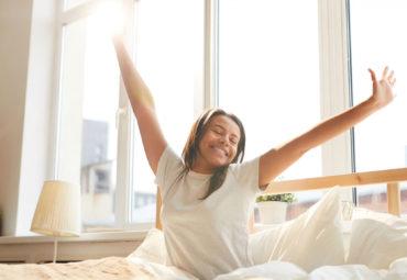 ¿Por qué meditar y hacer yoga te ayudan a dormir mejor?
