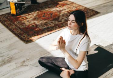 ¿Qué es Kundalini Yoga y cómo se practica?